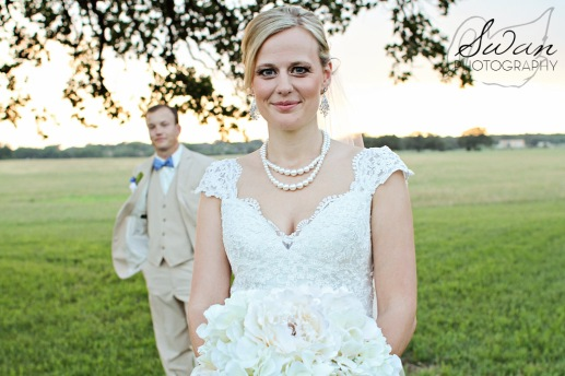 classic oaks ranch, swan photography, rustic wedding, affordable DFW photographer