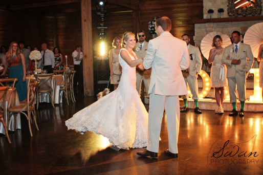 classic oaks ranch, swan photography, rustic wedding, affordable DFW photographer, First Dance
