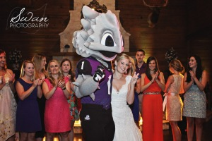 classic oaks ranch, swan photography, rustic wedding, affordable DFW photographer, TCU, Texas Christian University, TCU mascot, horned frog