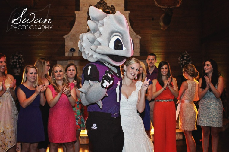 TCU, horned frogs, TCU mascot, surprise, classic oaks ranch, swan photography, rustic wedding, affordable DFW photographer, TCU, Texas Christian University, TCU mascot, horned frog