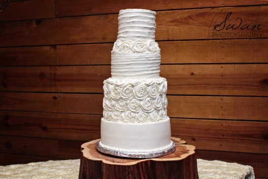 classic oaks ranch, swan photography, rustic wedding, affordable DFW photographer, wedding cake