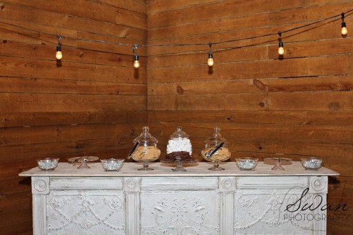 classic oaks ranch, swan photography, rustic wedding, affordable DFW photographer, s'mores bar