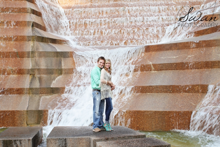 Swan Photography, DFW wedding photographer, DFW portrait photographer, affordable DFW photographer, Fort Worth Water Gardens, West 7th, 7th street bridge, golden hour engagement session, engagement session